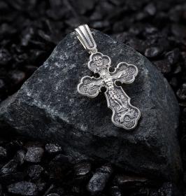 Серебряные кресты средних размеров